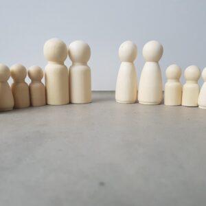 Houten poppetjes kegelpoppetjes samengesteld gezin